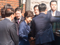 Пак Кын Хе отстранил от власти 10 марта Конституционный суд, который впервые в истории Южной Кореи утвердил импичмент президенту, вынесенный парламентом 9 декабря 2016 года