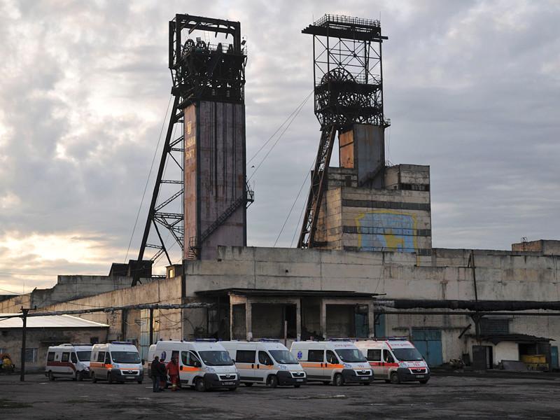 """Президент Украины Петр Порошенко объявил траур из-за трагедии на шахте """"Степная"""" во Львовской области, где в результате взрыва метана погибли восемь горняков"""