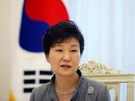 """Глава государства Пак Кын Хе будет лишена президентской неприкосновенности и должна немедленно освободить государственную резиденцию """"Голубой дом"""" в центре Сеула"""