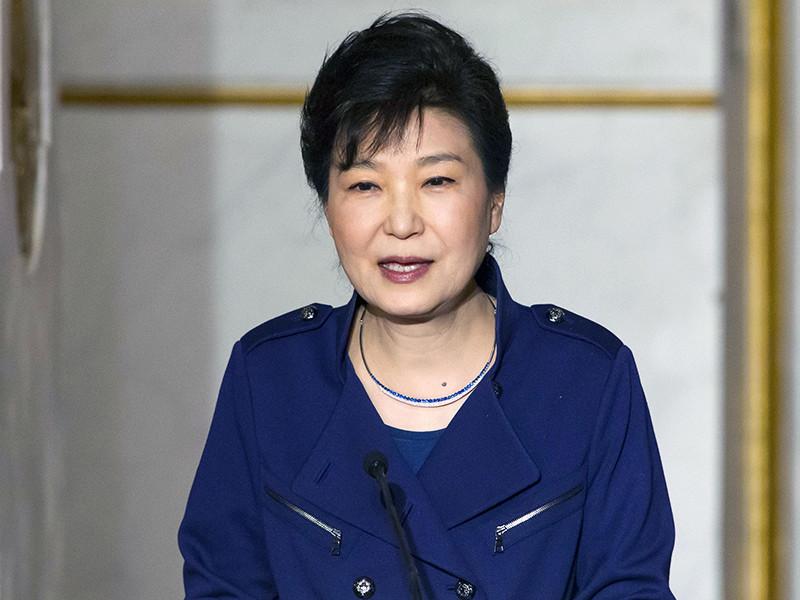 В суд поступил запрос прокуратуры об аресте бывшего президента Южной Кореи Пак Кын Хе, обвиняемой в причастности к коррупционному скандалу