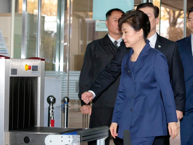 Суд Сеула выдал ордер на арест бывшего президента Южной Кореи Пак Кын Хе