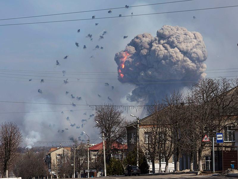 На Украине удалось потушить пожар на складах хранения боеприпасов, расположенных возле города Балаклея Харьковской области