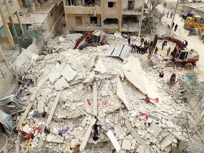 В сирийской провинции Идлиб авиаудару подверглась местная тюрьма: погибли минимум 16 человек. Не все стали жертвами взрыва: охранники расстреливали заключенных, выбиравшихся из развалин