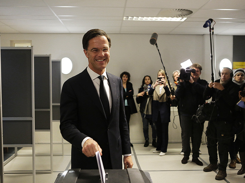 Народная партия за свободу и демократию (НПСД) под руководством премьер-министра Марка Рютте побеждает на парламентских выборах в Нидерландах
