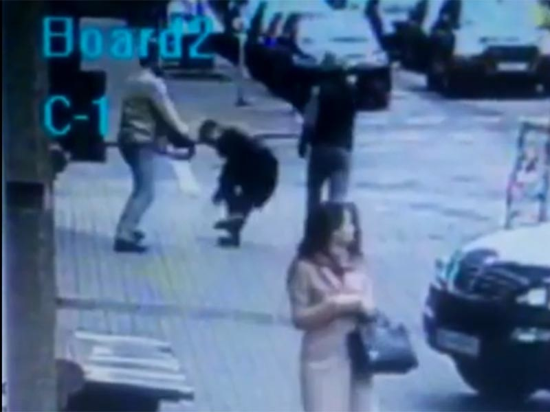 В свободном доступе появилось видеозапись, на которой запечатлено убийство бывшего депутата Госдумы Дениса Вороненкова, застреленного 23 марта в центре Киева
