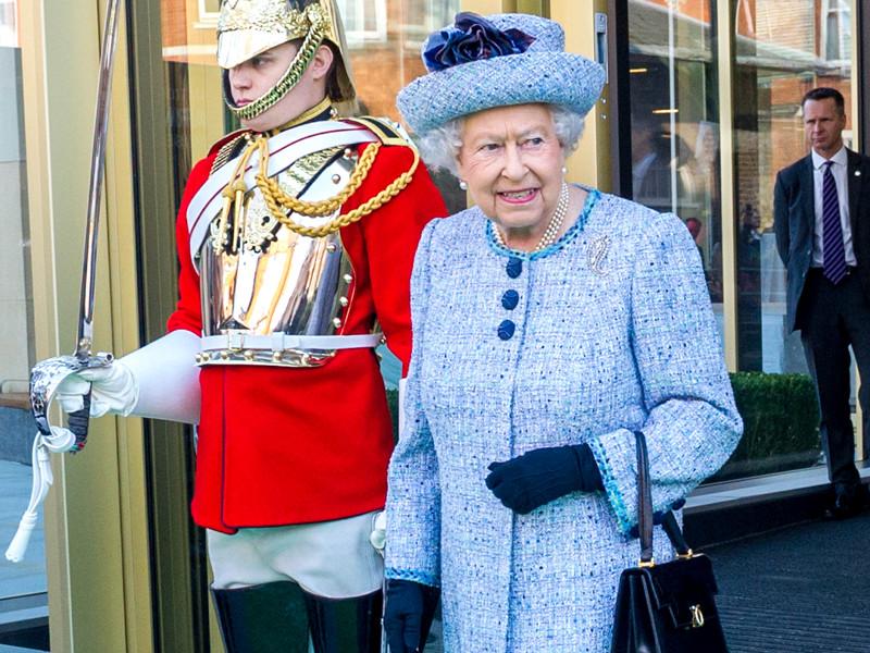 """Королева Великобритании Елизавета II одобрила закон о """"Брекзите"""""""