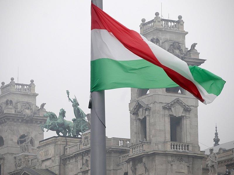 Парламент Венгрии на этой неделе рассмотрит законодательную инициативу, которая может запретить использование национал-социалистической и коммунистической символики в коммерческих целях