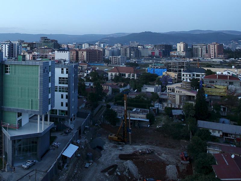 В столице Эфиопии Аддис-Абебе на мусорной свалке сошел оползень: погибли по меньшей мере 35 человек