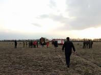 На месте происшествия началось расследование, там работают специалисты, выясняя причины авиакатастрофы