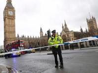 На место происшествия по тревоге приехали наряды полиции, сотрудники спецслужб и кареты скорой помощи