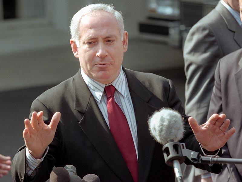 Премьер-министр Израиля Беньямин Нетаньяху дал понять президенту России Владимиру Путину, что израильские военные продолжат наносить удары по целям в Сирии, если это будет необходимо и возможно. Об этом Нетаньяху заявил журналистам в Пекине
