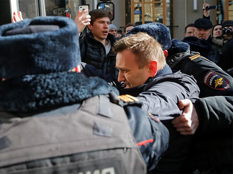 """Вашингтон назвал задержания мирных демонстрантов в России """"оскорблением демократических ценностей"""""""