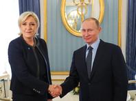 """Журналист Le Monde Оливье Фэй, например, отметил, что кандидат в президенты Франции """"наконец смогла официально покрасоваться рядом с Путиным - российским президентом, которым, по ее признанию, она """"восхищена"""""""