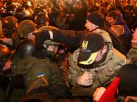 """После того, как националисты закидали офис компании Ахметова, они направились по Крещатику зданию """"Альфа-банка"""""""
