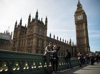 Кирби был вызван в палату общин после публикации в The Guardian статьи о том, что 17 крупнейших британских банков, включая HSBC, Royal Bank of Scotland, Lloyds, Barclays и Coutts, услугами которого пользуется королевская семья, включая Елизавету II, участвовали в масштабной схеме по отмыванию денег из России