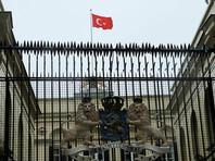 В Стамбуле протестующие поменяли флаг у голландского консульства на турецкий