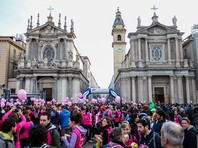 В Италии, где день 8 марта называется Festa Della Donna и считается днем борьбы за права женщин, проходят забастовки, марши и демонстрации против дискриминации и гендерного насилия. В итальянской столице Риме из-за протестов парализовано движение транспорта