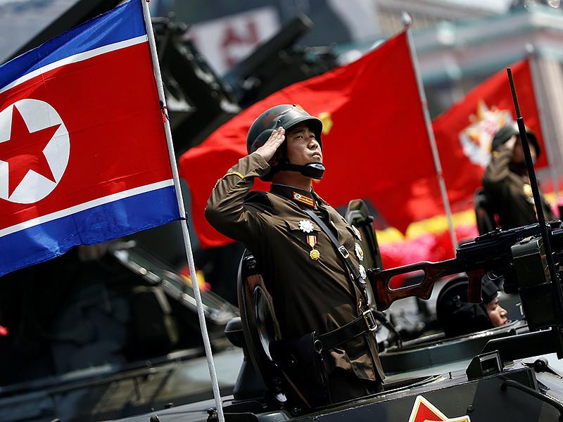 Фейерверк в честь Дня солнца устроили в столице Северной Кореи Пхеньяне вслед за масштабным военным парадом с демонстрацией новых баллистических ракет
