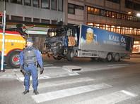 Взрывчатка обнаружена в грузовике, на котором был совершен наезд на людей на центральной улице Стокгольма, сообщает телеканал SVT со ссылкой на представителей полиции