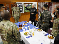 Вице-президент США Майкл Пенс, который накануне прибыл в Южную Корею, в понедельник, 17 апреля, посетил Демилитаризованную зону (ДМЗ), фактически выполняющую роль границы между Республикой Корея и КНДР