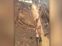 В Индии полицейскому пришлось прыгнуть с крыши для спасения от заявившегося в деревню леопарда (ВИДЕО)