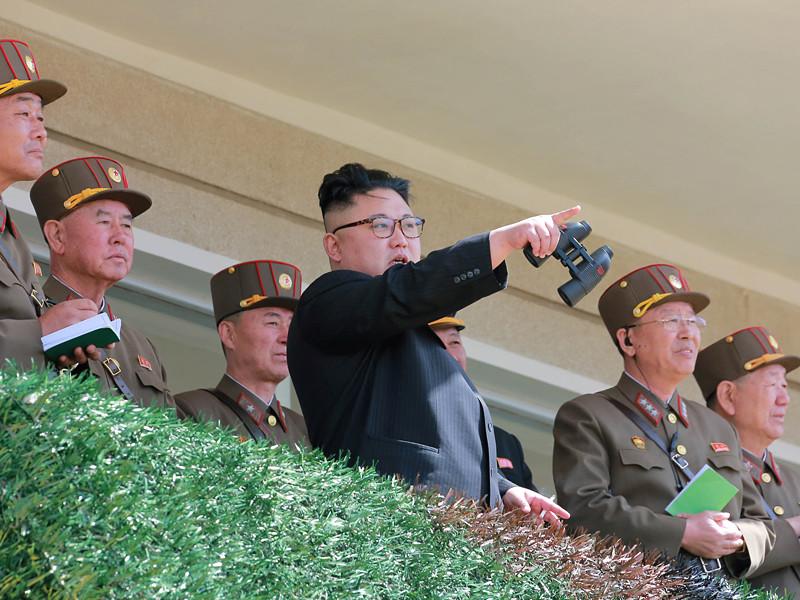 """Северная Корея пригрозила в случае агрессии со стороны США нанести превентивный удар по американским военным базам, резиденции президента Южной Кореи """"Чхонвадэ"""" (Синий дом) и уничтожить авианосец Carl Vinson, подошедший к Корейскому полуострову на расстояние, необходимое для удара"""
