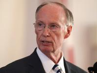 Губернатор Алабамы ушел в отставку из-за любовной связи с бывшей подчиненной