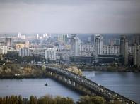 Порошенко владеет жилым домом площадью 1331 кв. м, тремя земельными участками в Обуховском районе Киевской области и еще тремя в Киеве. Еще у него есть несколько квартир: три в Киеве и одна в Винницкой области