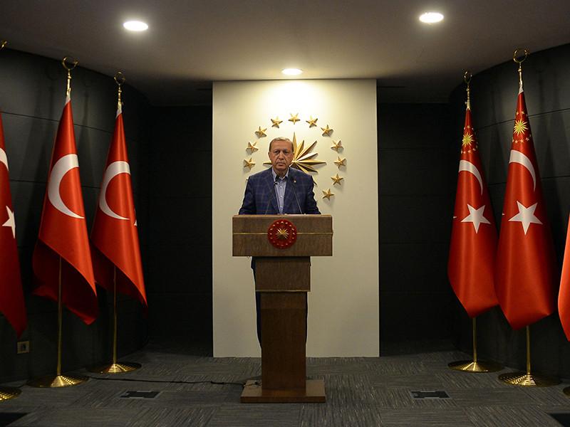 Президент Турции Реджеп Тайип Эрдоган на следующий день после референдума, по предварительным итогам которого будут закреплены 18 поправок в конституцию страны, в жесткой форме раскритиковал международных наблюдателей из Организации по безопасности и сотрудничеству в Европе