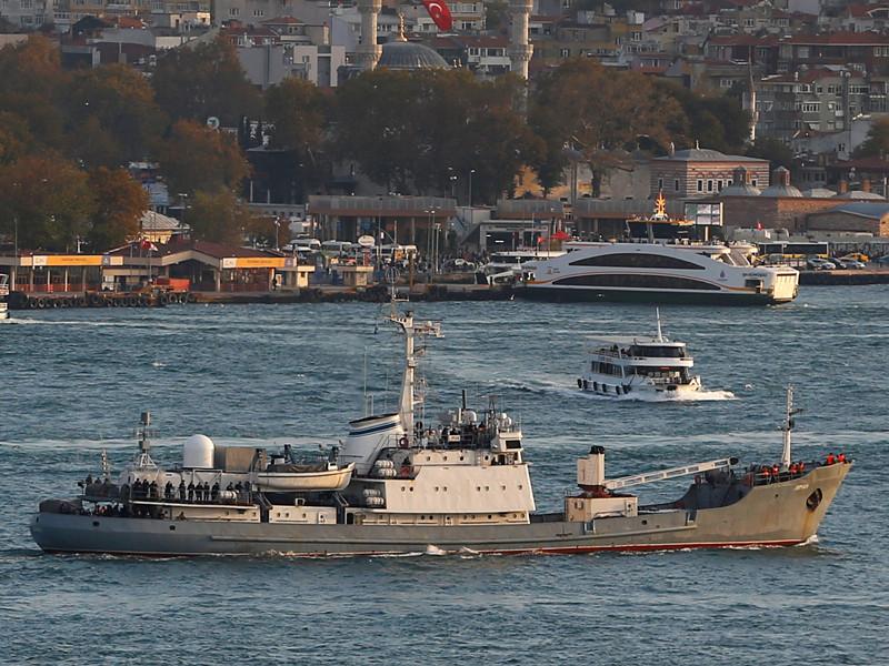 """Исследовательский корабль Черноморского флота """"Лиман"""" получил пробоину в 40 км северо-западнее пролива Босфор в результате столкновения с судном """"Ашот-7"""" 27 апреля"""