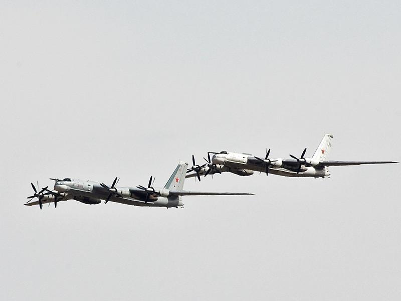 Российская авиация второй раз за сутки была замечена у берегов Аляски. Два российских бомбардировщика Ту-95, способных нести ядерные боезаряды, совершили полет у побережья американского штата во вторник, 18 апреля, в пять часов утра по местному времени