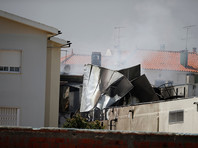 В Португалии самолет упал рядом с супермаркетом: пять человек погибли