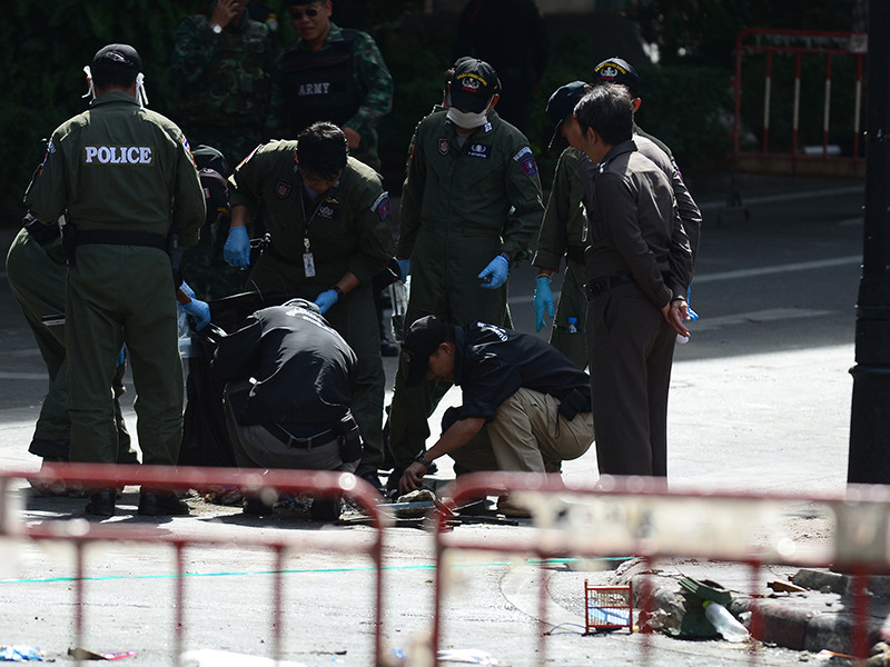 На юге Таиланда в провинциях Наратхиват, Паттани и Сонгкла близ границы с Малайзией вечером в среду, 19 апреля, произошла серия мелких атак, в основном это были нападения мусульманских боевиков на контрольно-пропускные пункты и полицейские участки