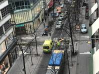 По последним данным, в результате теракта погибли по меньшей мере три человека. Однако число жертв может возрасти. Также сообщается о нескольких пострадавших