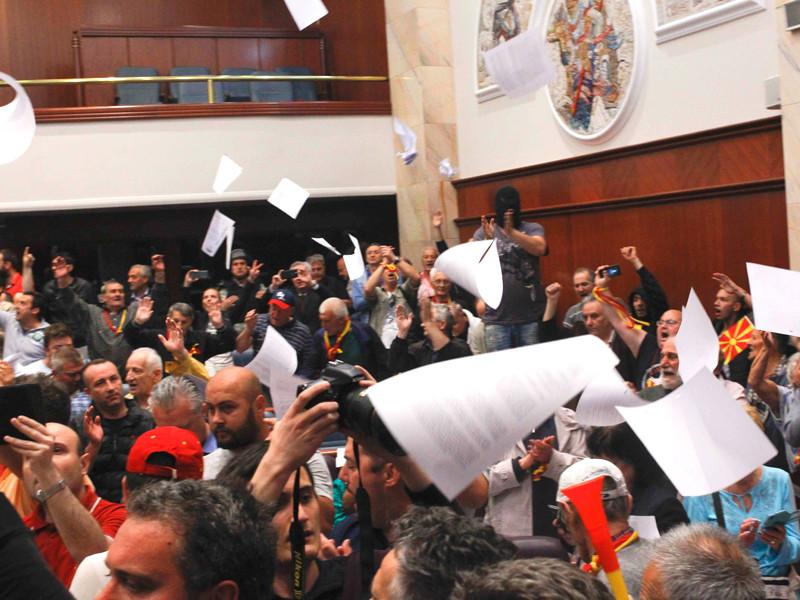 Во время беспорядков в здании Народного собрания (парламента) Македонии пострадали 109 человек