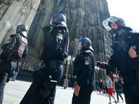 Полиция ожидала, что всего в протестах примут участие тысячи активистов, в том числе левые экстремисты. Для сохранения порядка на место проведения съезда в центр Кельна было направлено 4 тыс. полицейских