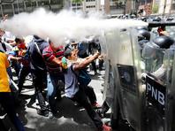 Более 50 человек были ранены во время разгона организованной оппозицией акции протеста в столице Венесуэлы, заявил вечером вторника, 4 апреля, глава Национального собрания страны Хулио Борхес