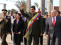 Недовольные венесуэльцы забросали камнями машину Николаса Мадуро, праздновавшего 200-летие битвы за независимость страны (ВИДЕО)