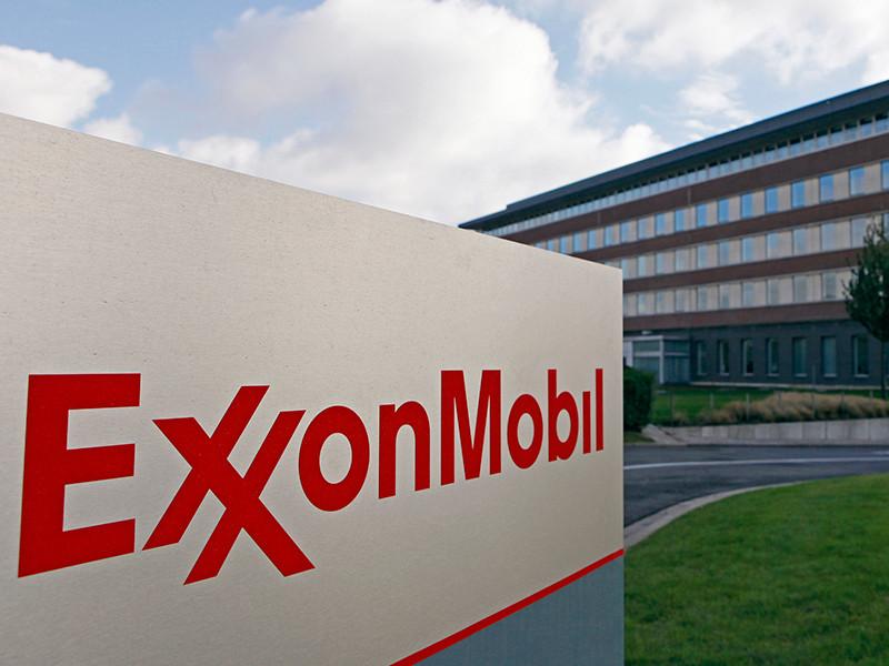 """Exxon Mobil попросила Минюст США разрешить ей вести проекты с """"Роснефтью"""", несмотря на антироссийские санкции"""
