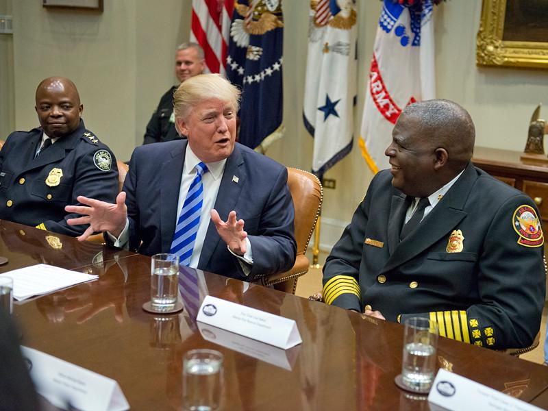Через три месяца после инаугурации президента США Дональда Трампа словно подменили: он кардинально изменил курс по всем геостратегическим вопросам и резко вернулся к традиционным позициям американской внешней политики