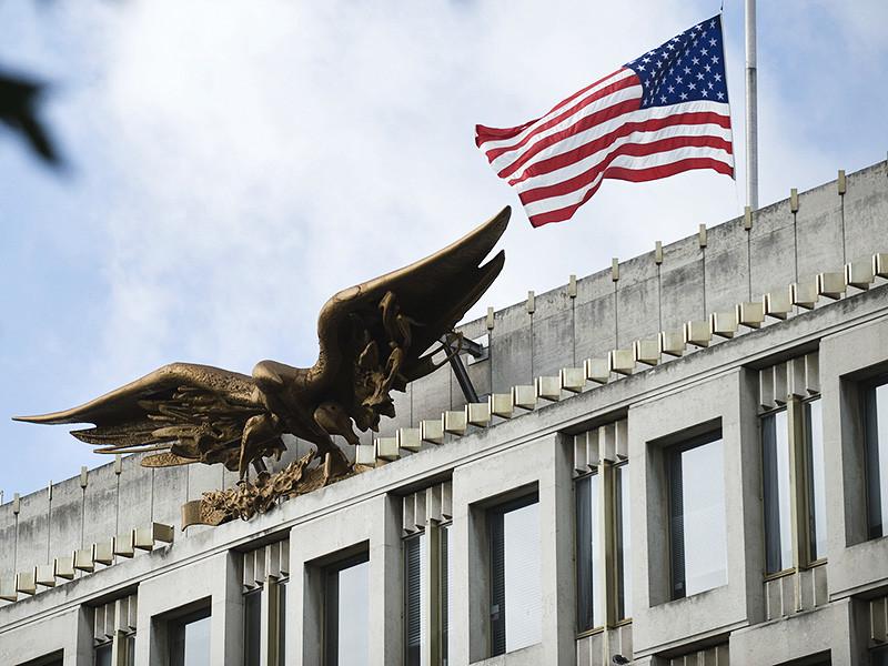 Сотрудники посольства США в Лондоне вызвали на допрос трехмесячного малыша по имени Харви Кеньон-Кэрнс, которого заподозрили в терроризме из-за ошибки в анкете на получение визы, которую заполнял его дед