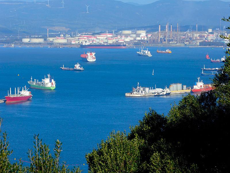 Правительство Гибралтара обвинило морской патрульный корабль Испании Infanta Cristinа в незаконном вторжении в британские воды