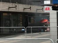 Полиция полагает, что произошедшее было террористическим актом. Его жертвами, по последним данным, стали по меньшей мере три человека. Также несколько прохожих получили ранения