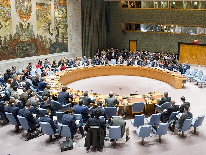 В 18:30 по московскому времени началось заседание Совета Безопасности ООН (СБ) в связи с ракетным ударом США по Сирии