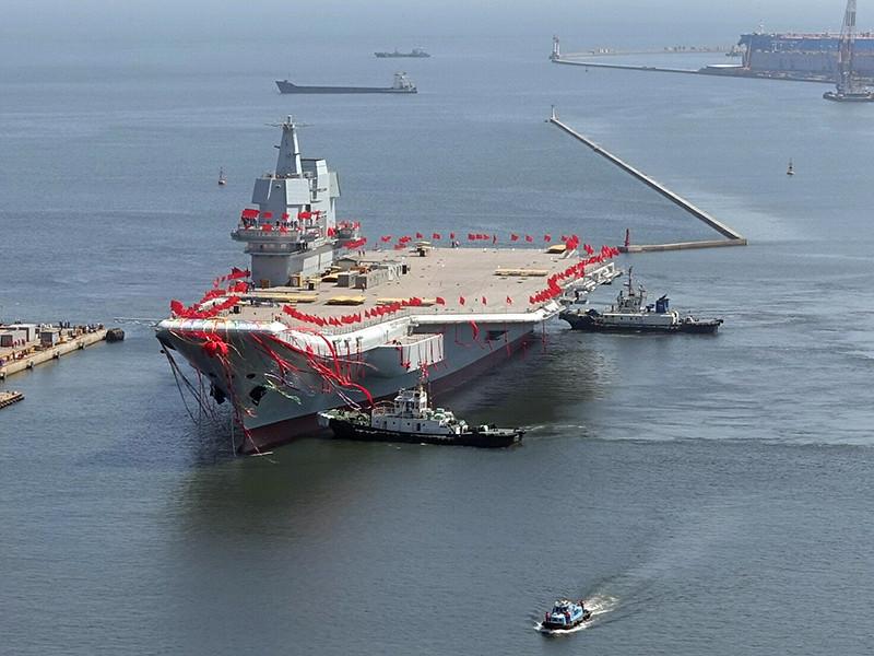 Второй авианосец ВМС Народно-освободительной армии Китая (НОАК), построенный по проекту 001A, спущен на воду в порту Далянь провинции Ляонин