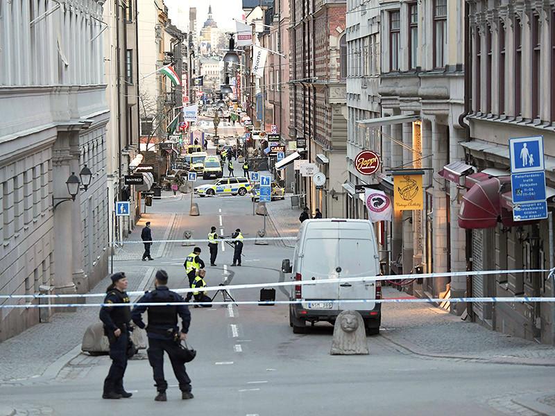 В результате теракта 7 апреля в центре Стокгольма погиб еще один человек, сообщила полиция Швеции. Пятой жертвой стала 60-летняя женщина, которая скончалась от травм, полученных во время наезда грузовика с террористом за рулем на толпу