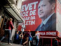 """Президент Турции Реджеп Тайип Эрдоган призвал граждан страны проголосовать на референдуме об изменении конституции и поддержать новации, которые усиливают его власть и продлевают полномочия до 2029 года. Он заявил, что это """"сведет с ума"""" Запад и террористов"""