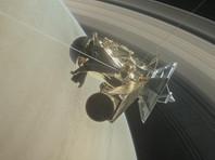 Аппарат Cassini пролетел между Сатурном и его кольцами, сделав уникальные снимки (ФОТО)