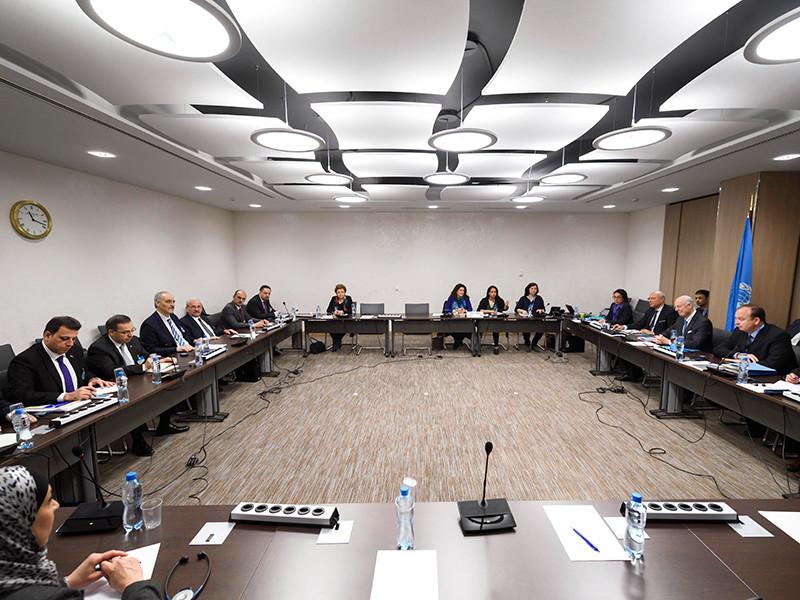 Трехстороннюю встречу России, США и ООН по Сирии планируется провести в Женеве 24 апреля, сообщил дипломатический источник