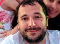 Из материала ВВС следует, что Селезнев долгое время отказывался сотрудничать с обвинением, и сделал это лишь после вердикта присяжных